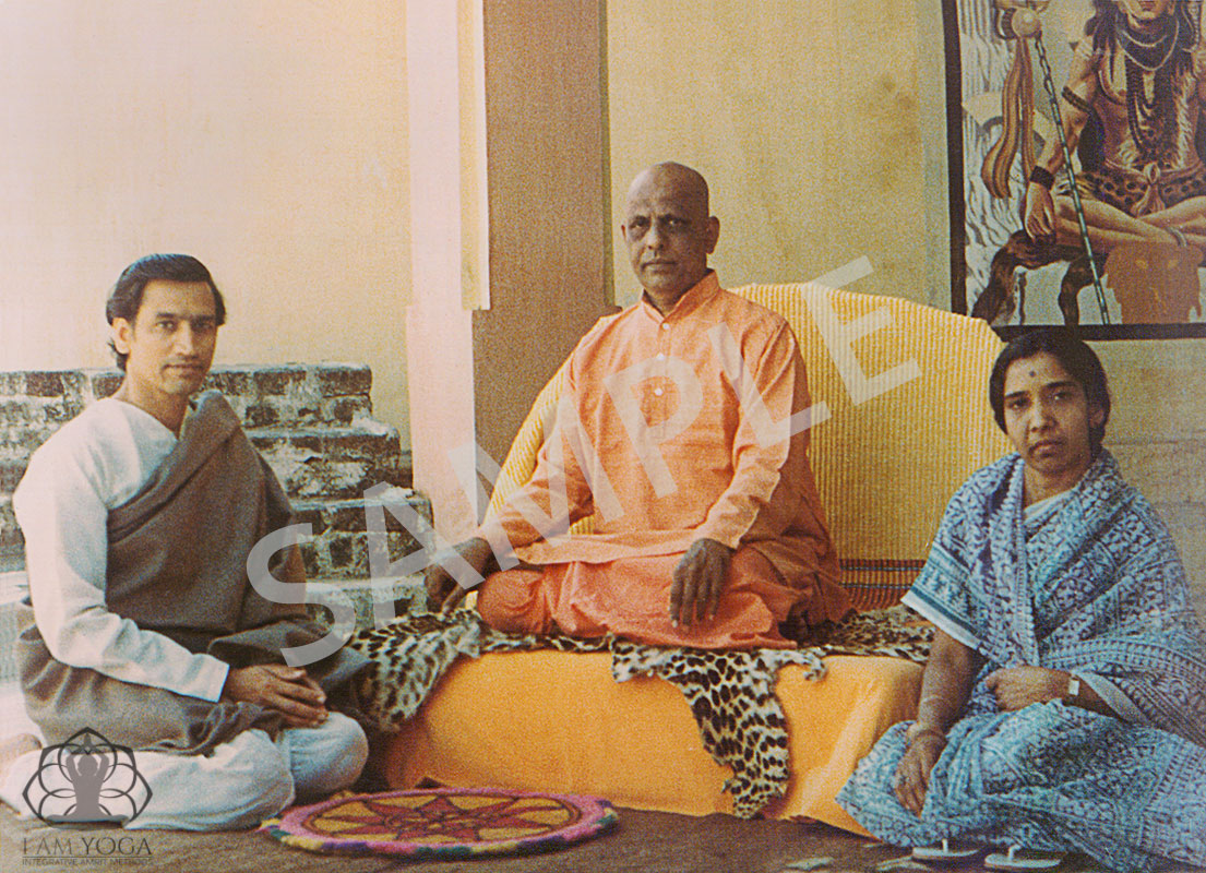 Amrit Desai, Urmila Desai and Bapuji (Swami Kripalu)